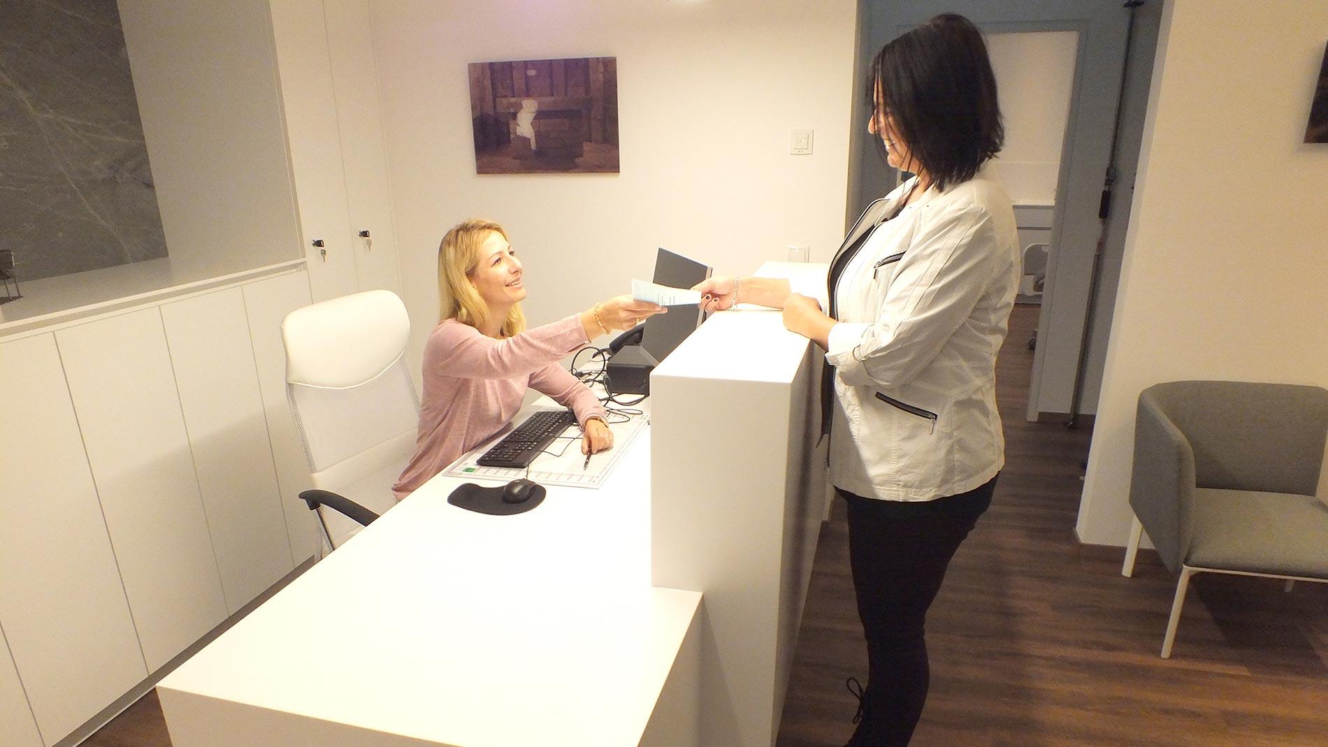 Dr-Christina-Karosin-Fachärztin-für-Neurologie-Behandlung_02