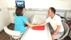 Dr-Christina-Karosin-Fachärztin-für-Neurologie-Behandlung_05